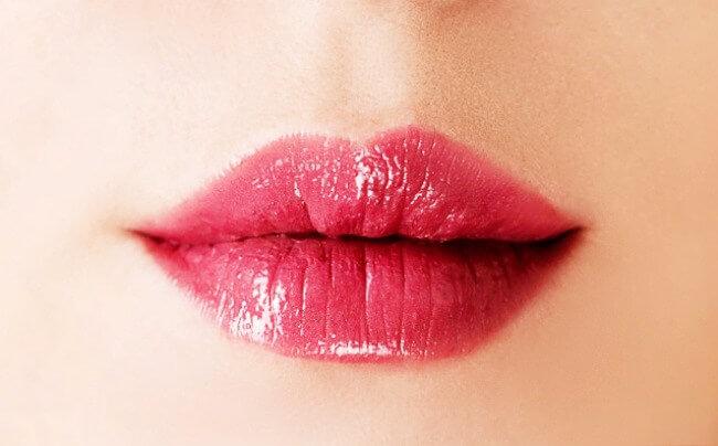 petites lèvres pulpeuses